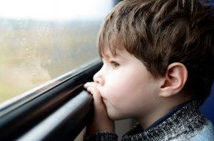 Crianças em viagem de ônibus