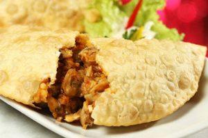 delicie-se com os pasteis de berbigão ao visitar Florianópolis