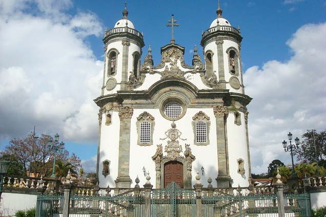 A arquitetura barroca chama a atenção na paisagem de São João Del Rei