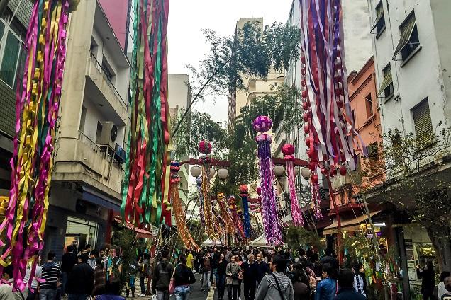 O bairro da Liberdade se transforma em São Paulo durante o festival Tanabata