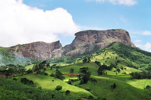A vista do alto da Pedra Baú é imperdível