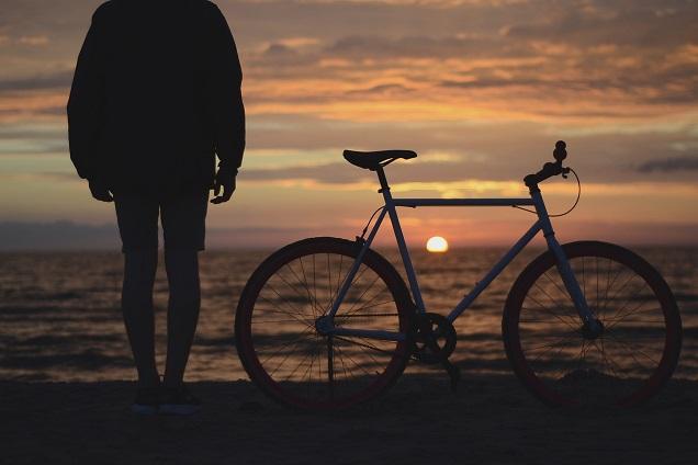 Pedal na estrada: vá mais longe ainda com a sua bicicleta na bagagem do ônibus