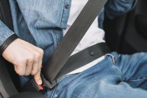 Cinto de segurança é equipamento de uso obrigatório em viagens de ônibus rodoviário