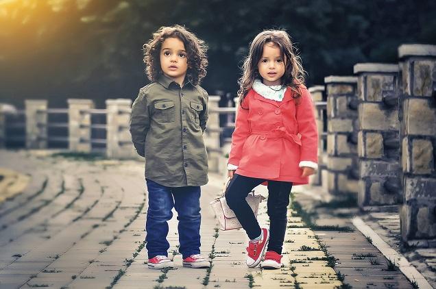 Veja dicas de como manter as crianças entretidas em viagens muito longas