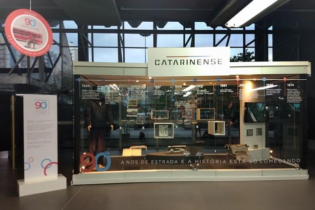 Viação Catarinense celebrou 90 anos de empresa com exposição na Rodoviária de Florianópolis