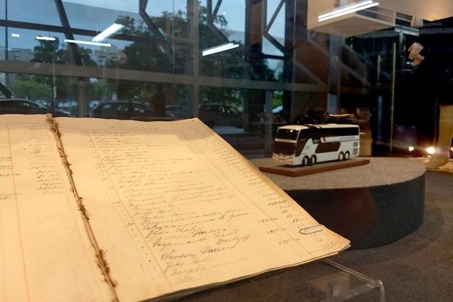 Livro-caixa usado nos primórdios da empresa Catarinense para registrar o movimento