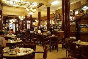 Cafe Tortoni é o mais antigo e um dos mais famosos de Buenos Aires