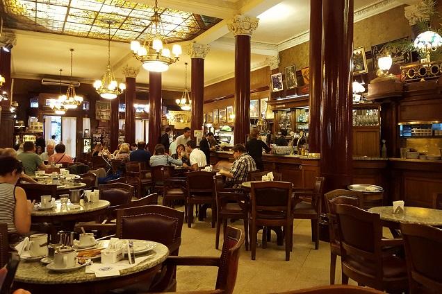 Cafe Tortoni é a mais antiga e famosa cafeteria de Buenos Aires