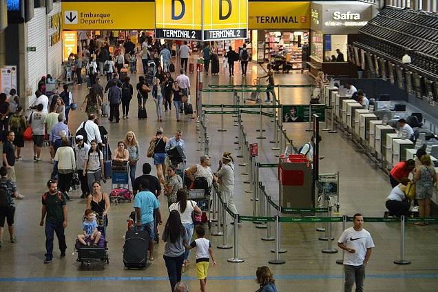 Garantir a passagem aérea por um bom preço é possível (Rovena Rosa/Agência Brasil)