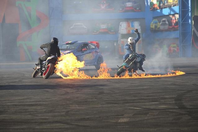 Show Hotwheels mostra manobras arriscadas de carros e motos