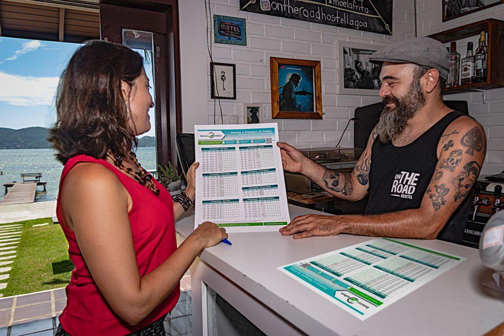buscaOnibus em visita ao hostel On The Road, em Florianópolis