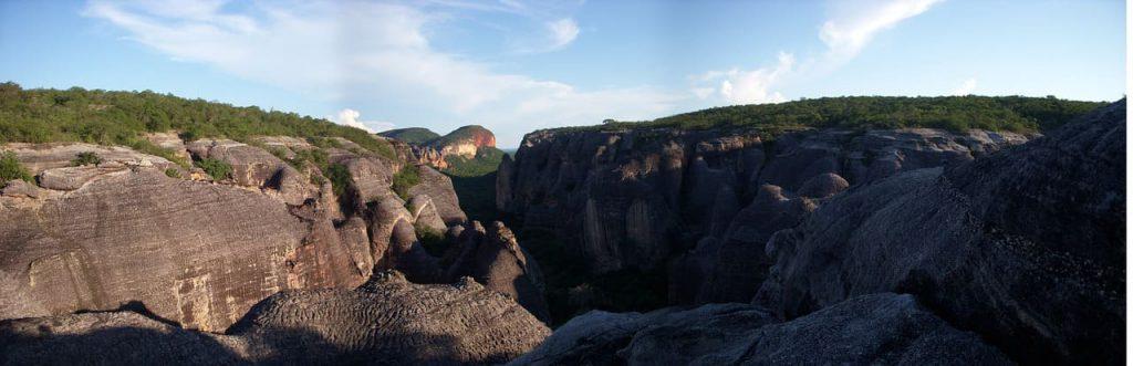 Parque Serra da Capivara conta com pinturas rupestres feitas há mais de 25 mil anos.