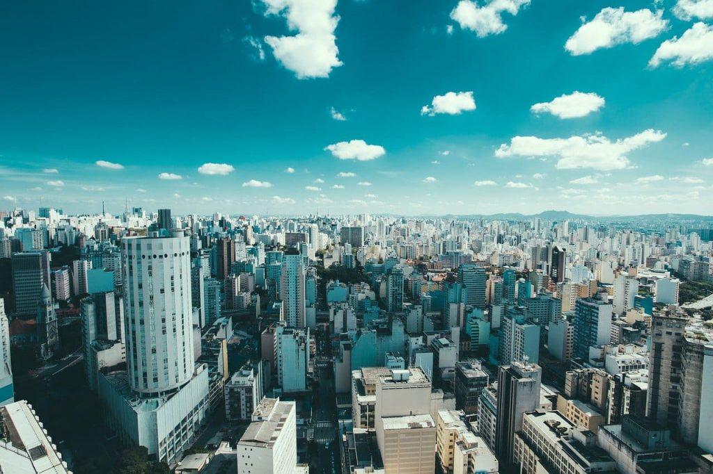 Megalópole São Paulo inspirou séries de sucesso como Black Mirror e Sense 8
